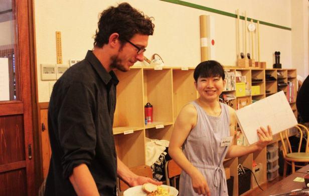 einer japanerin wird essen gesicht gewichst